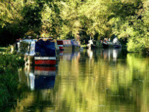 Picture of the Kennet and Avon canal with boats by the Cunning Man
