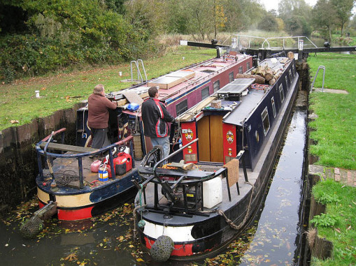 Image of two narrow boats on the Kennet and Avon Canal